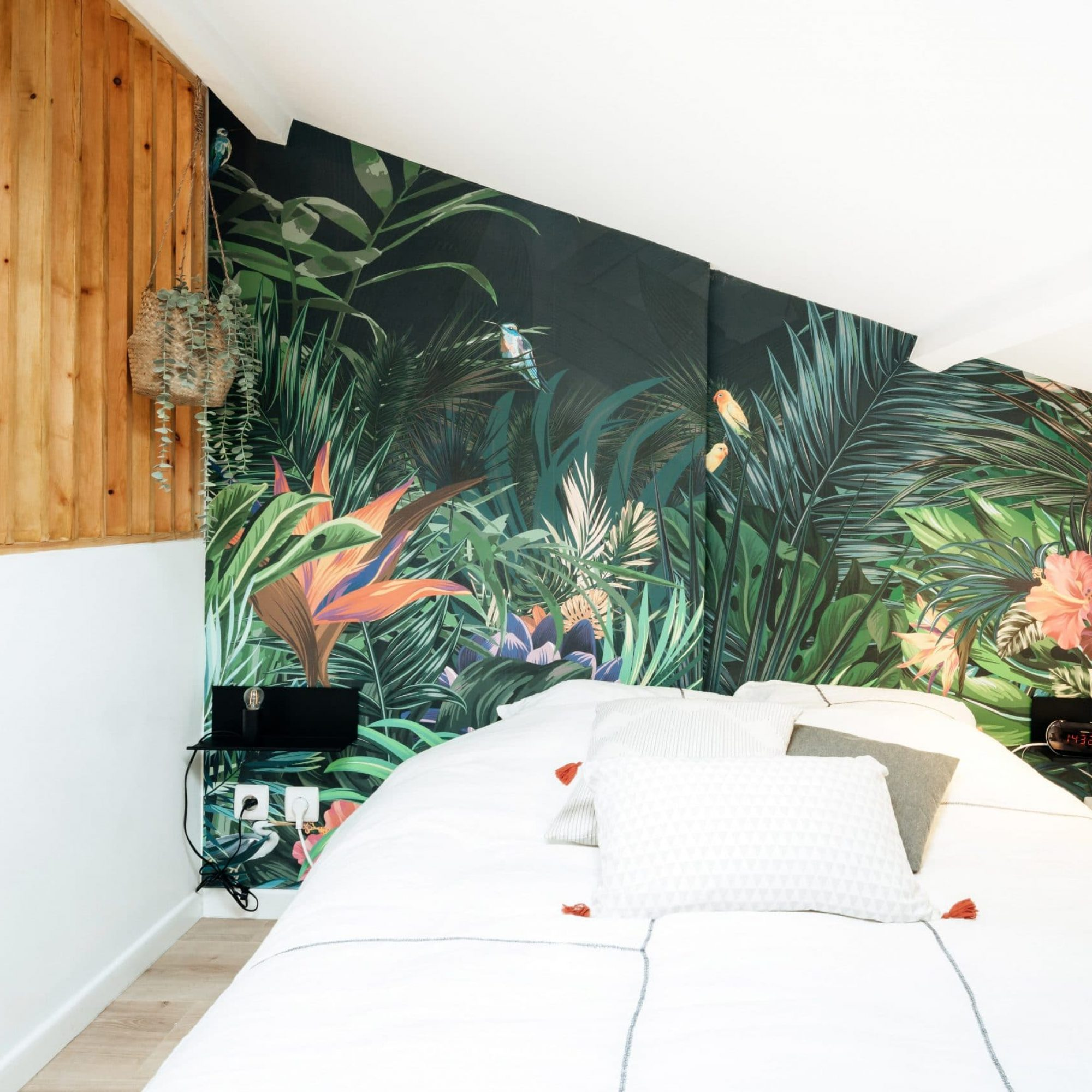 sousletoit-renovation-jeremydugas-architecte-interieur-decoration-travaux-aménagement-montpellier-herault-papier-peint-jungle-wood-claustra